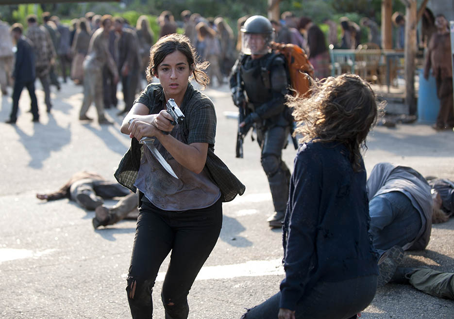 Tara Chambler (Alanna Masterson) and Glenn Rhee (Steven Yeun) in Episode 10 of The Walking Dead