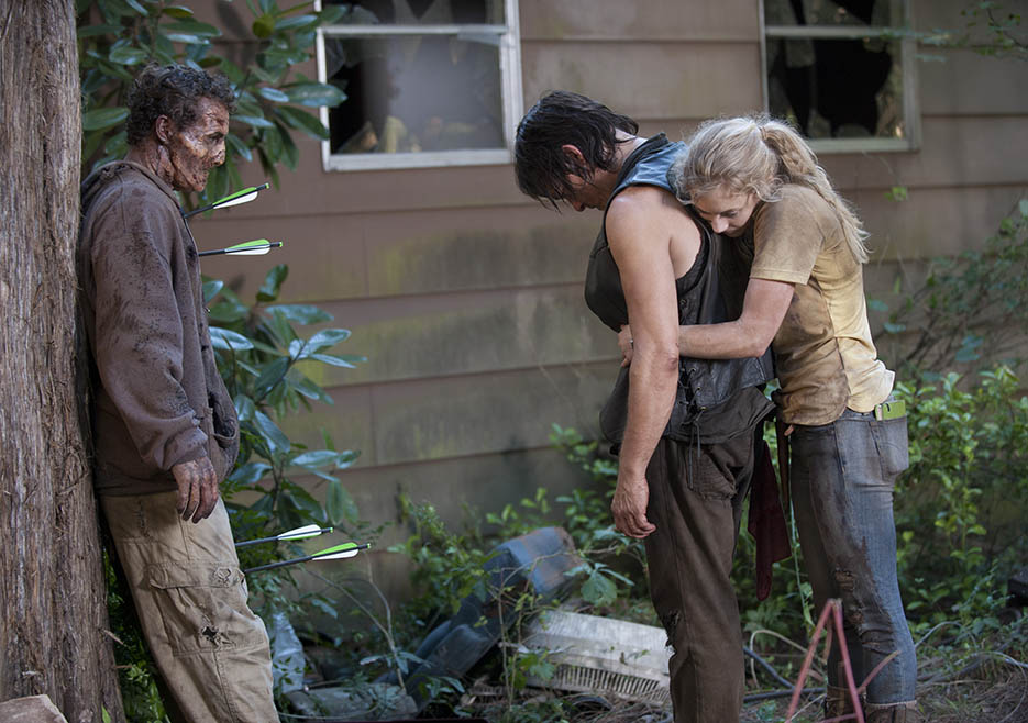 Daryl Dixon (Norman Reedus) and Beth Greene (Emily Kinney) in Episode 12 of The Walking Dead