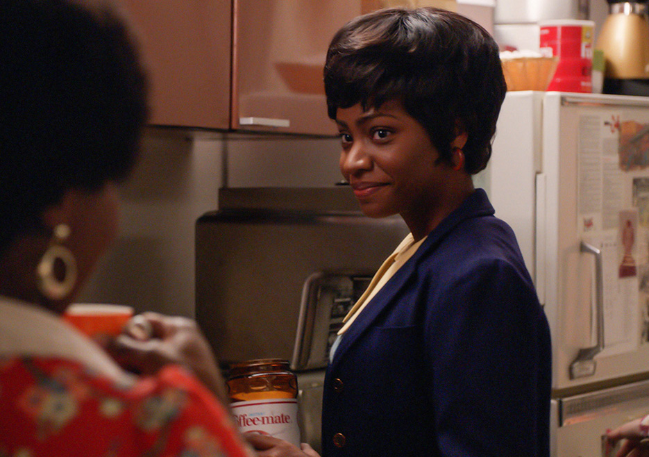 Shirley (Sola Bamis) and Dawn (Teyonah Parris) in Mad Men