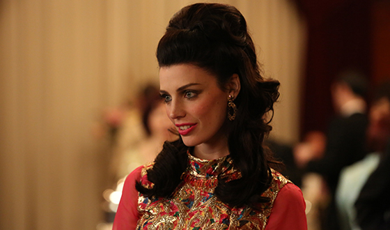 Photo Gallery – Jessica Paré on Her Favorite <em>Mad Men</em> Costumes