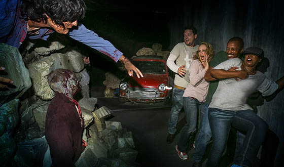 Photos &#8211; <em>The Walking Dead</em> Maze at Universal Studios Halloween Horror Nights