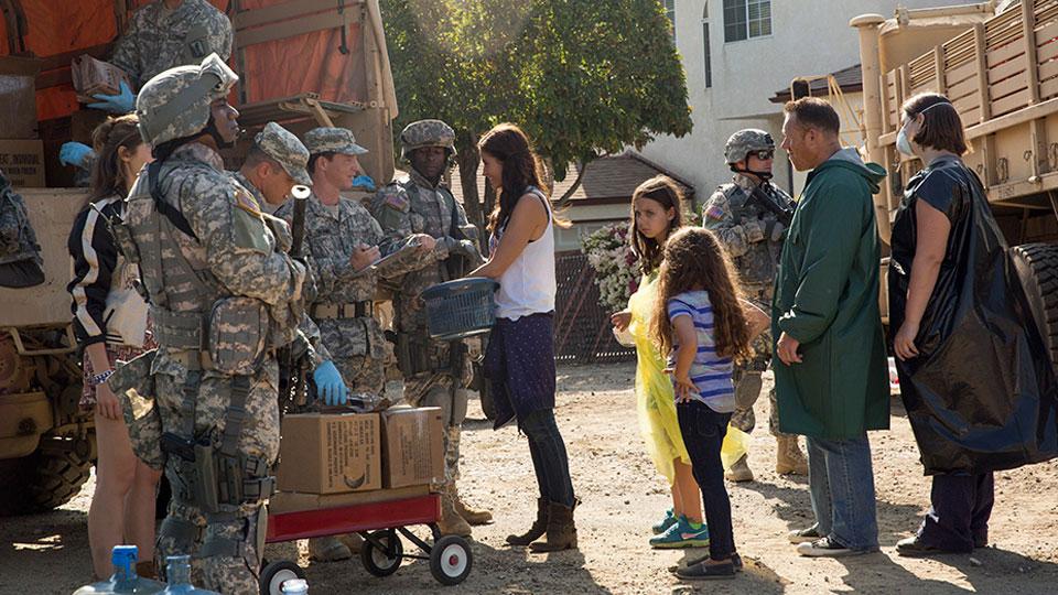 Corporal Andrew Adams (Shawn Hatosy) y Ofelia Salazar (Mercedes Mason) en Episodio 4 / Photo by Justina Mintz/AMC