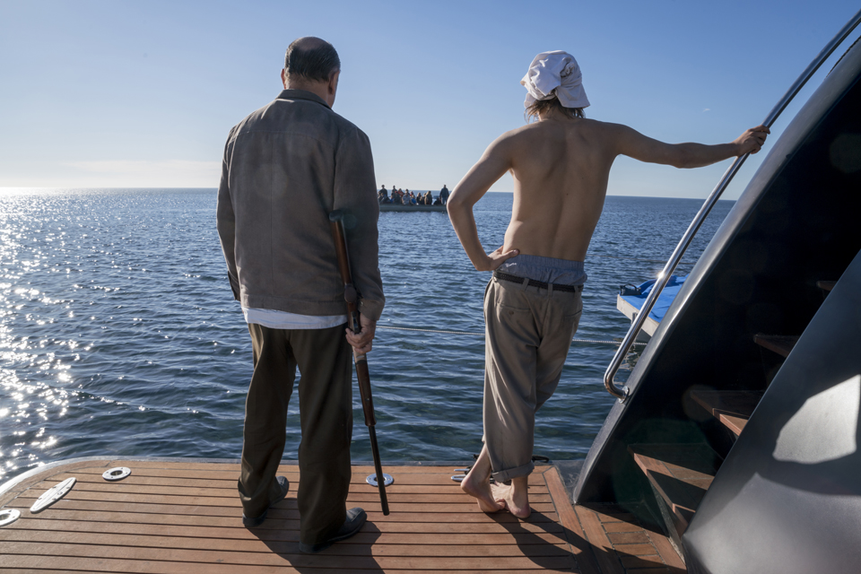 Daniel Salazar (Ruben Blades) and Nick Clark (Frank Dillane) in Episode 1 Photo by Richard Foreman/AMC