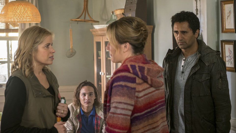 Nick Clark (Frank Dillane),  Madison Clark (Kim Dickens) y Travis Manawa (Cliff Curtis) en Episodio 2 Photo by Richard Foreman/AMC