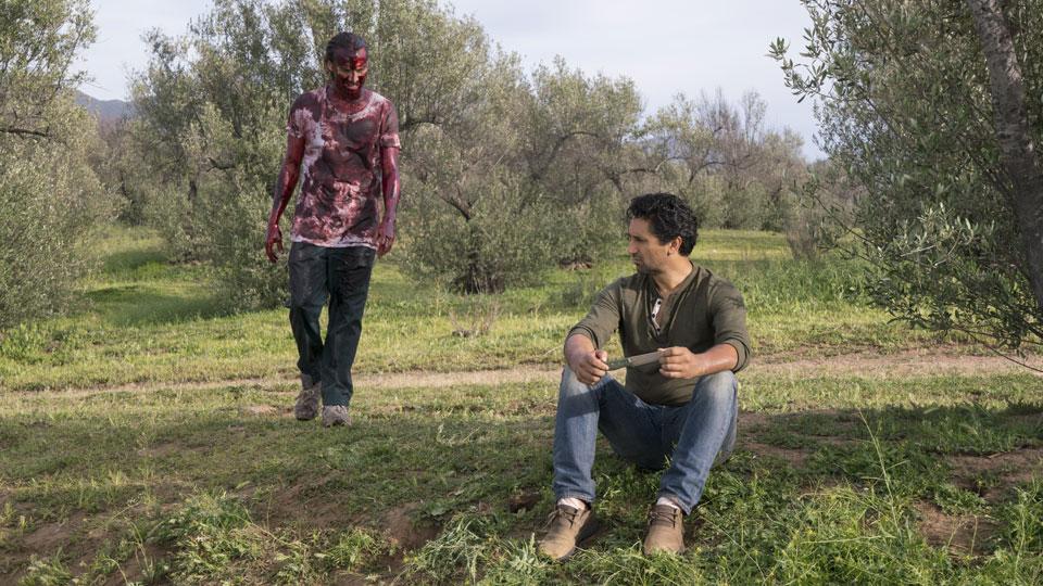 Travis Manawa (Cliff Curtis)  y Nick Clark (Frank Dillane) en Episodio 7 Photo by Richard Foreman/AMC
