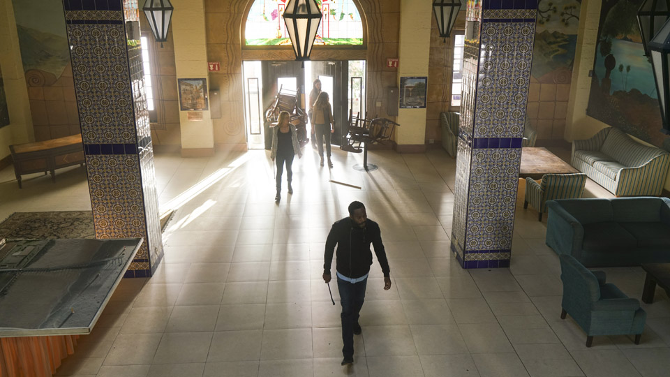 Alicia Clark (Alycia Debnam-Carey), Ofelia Salazar (Mercedes Mason), Victor Strand (Colman Domingo) y Madison Clark (Kim Dickens) en Episodio 9 Photo by Richard Foreman/AMC