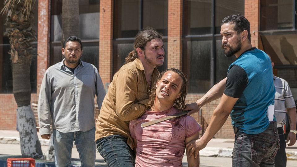 Marco Rodriguez (Alejandro Edda) y Nick Clark (Frank Dillane) en Episodio 9 Photo by Richard Foreman/AMC