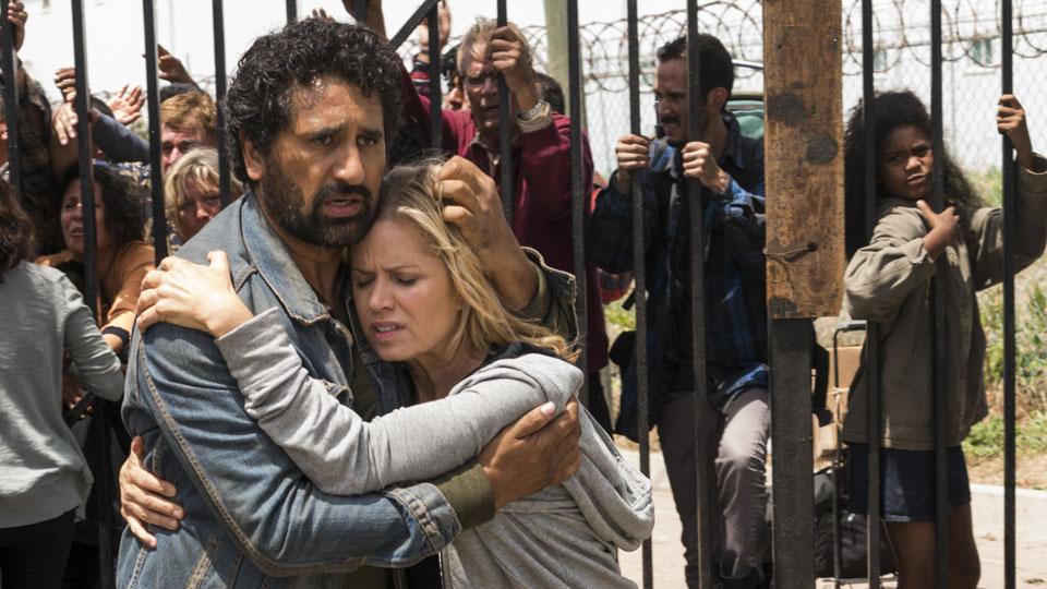 Madison Clark (Kim Dickens) y Travis Manawa (Cliff Curtis) en Episodio 13 Photo by Richard Foreman/AMC