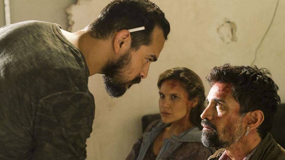 Marco Rodriguez (Alejandro Edda), Ana (Denitza Garcia) y Francisco (Alfredo Herrera) en Episodio 12 Photo by Richard Foreman/AMC