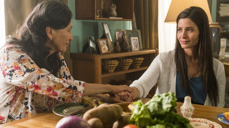 Griselda Salazar (Patricia Reyes Spíndola) y Ofelia Salazar (Mercedes Mason) en Episodio 12 Photo by Richard Foreman/AMC