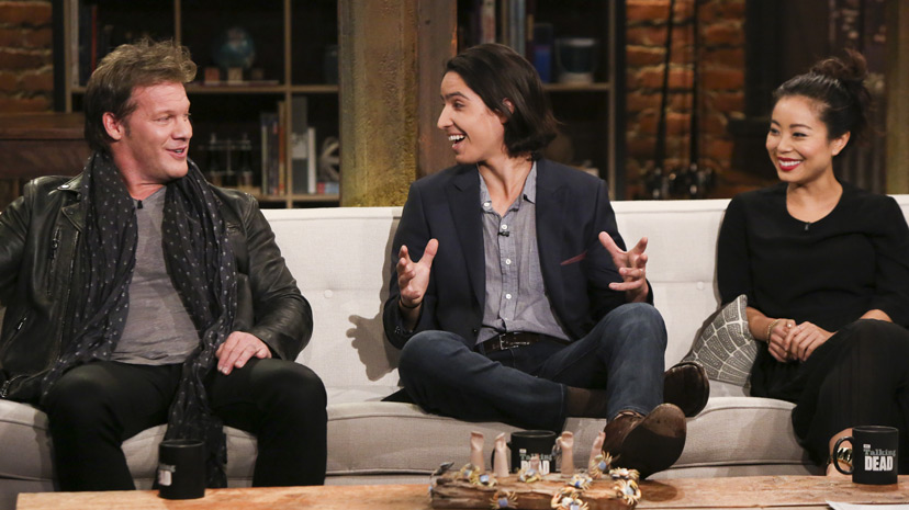 Chris Jericho, Lorenzo James Henrie (Chris Manawa) and Michelle Ang (Alex) no Episódio 3 Photo by Jordin Althaus/AMC