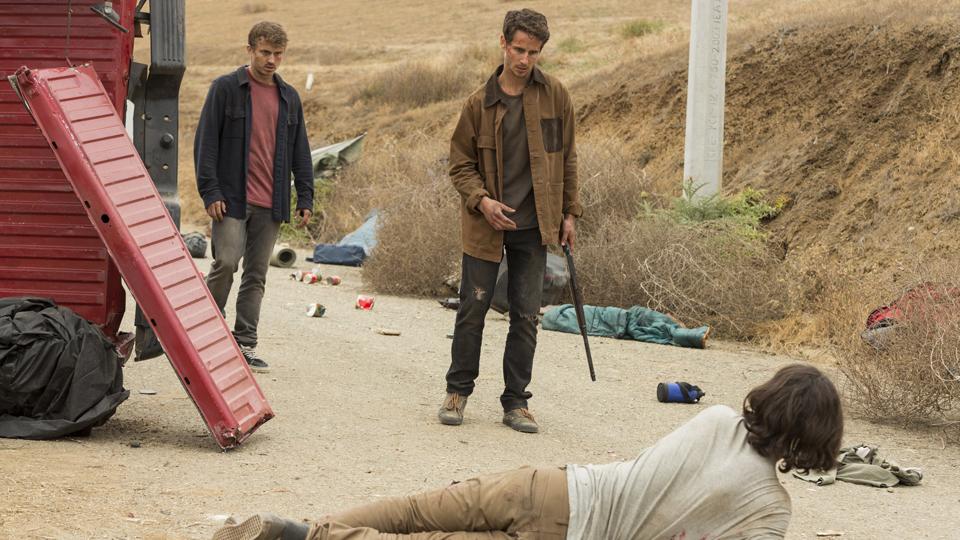Derek (Kenny Wormald), Brandon (Kelly Blatz) e Christopher Manawa (Lorenzo James Henrie) no Episódio 14 Foto de Richard Foreman/AMC