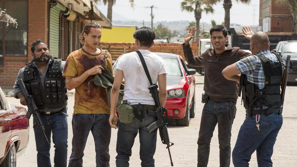 Nick Clark (Frank Dillane) e Antonio (Ruben Carbajal) no Episódio 14 Foto de Richard Foreman/AMC