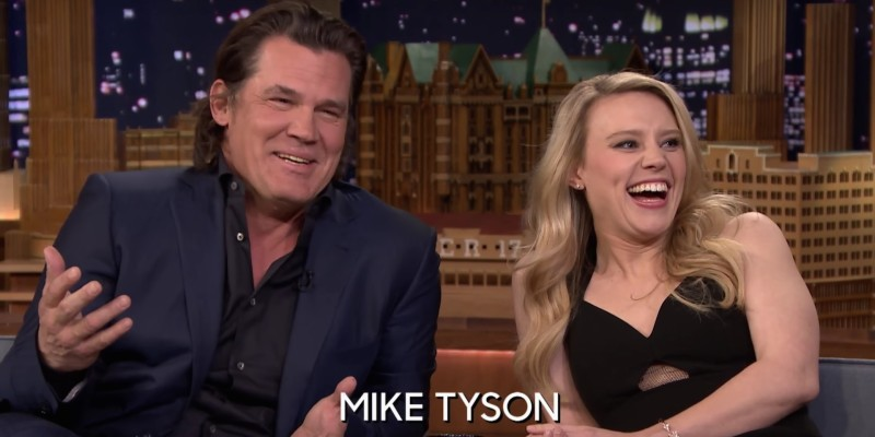 Kate McKinnon and Josh Brolin on the Tonight Show