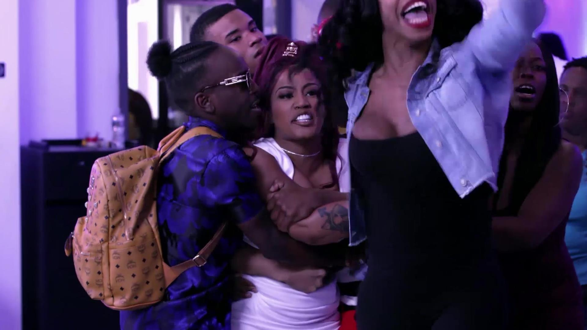 Growing Up Hip Hop: Atlanta – Jhonni Blaze Lights Up Deb's